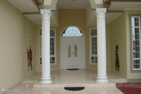 Villa villa zonnehof in paramaribo paramaribo suriname huren - Deco entree in het huis ...