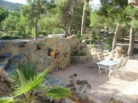 Een eigen terras waar je rustig kan eten en uitzicht hebt over de hele tuin