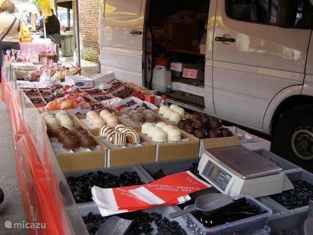 Sunday market in Bomal