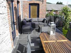 Terrace with views of the Ourthe valley. A BBQ, a large dining table and lounge set for al fresco enjoyment.