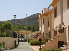 Appartement op de begane grond op een klein, afgesloten complex met centraal gelegen verwarmd openlucht zwembad