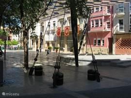 Op het centrale plein zijn ook de  gemeentelijke instanties en het politiebureau  gevestigd.