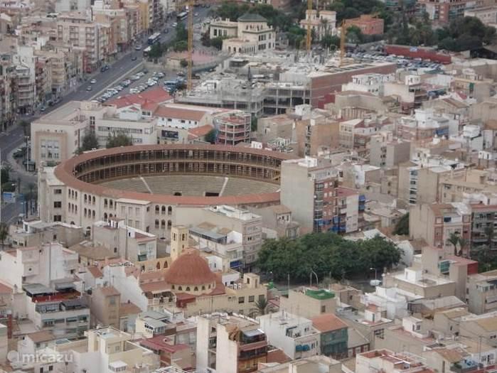 kasteel in Alicante, uitzicht op arena.