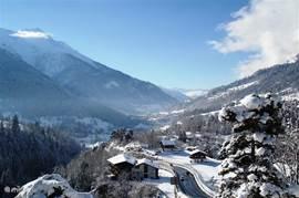 Adembenemend uitzicht ´s winters vanuit Chalet Lara
