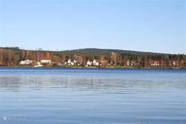 De weidsheid van Zweden met meren en kleurige huizen laat je voelen en genieten van de rust en ruimte.  Overal om je heen in het landschap is dit fantastisch te ervaren.