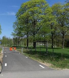 Op het prachtige aangelegde 80 km lange fietspad de Klarälvenbaan is het heerlijk een fietstocht te  maken. Ook kun je hier lekker op skeeleren. In de woning zijn 2 fietsen aanwezig en 1 kinder stuurfietsstoeltje. In de woonwijk is het mogelijk extra fietsen te huren. Verder zijn er veel leuke musea