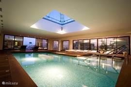 Clubhouse indoor zwembad,hier kunt u genieten van Sauna,solarium,fintness,tennis,massage,schoonheids salon etc
