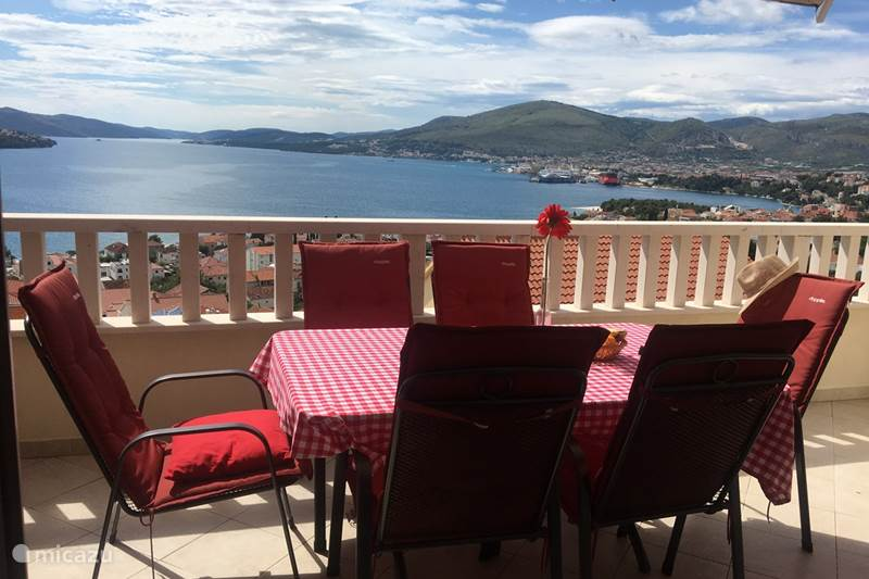 Vacation rental Croatia, Dalmatia, Trogir Apartment Croatia Seaview