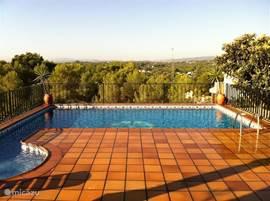 Villa Valencia is geen doorsnee vakantievilla zoals je die op een vakantiepark vindt. Een sfeervol huis op een geweldige plek. Het vakantiehuis is van alle gemakken voorzien, gezellig ingericht en met een mooie tuin, veranda's en privézwembad.