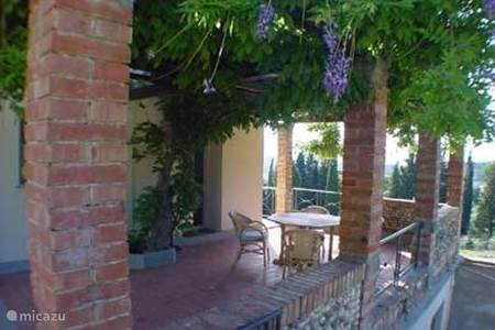 Appartement marzocco 1 in mercatale in val di pesa toscane itali huren - Smeedijzeren pergola voor terras ...