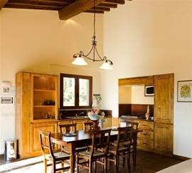 Compleet ingerichte keuken met eethoek. incl vaatwasser, magnetron etc