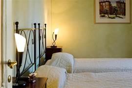 Slaapkamer 1 met royale bedden (ieder 100x200 cm) Airconditioned.