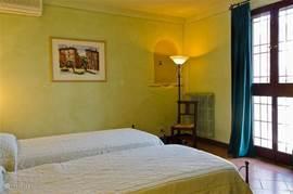 Slaapkamer 1 met openslaande deuren