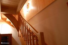 Trap naar etage met 3 slaapkamers ...