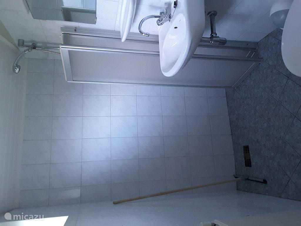 Badkamer douche, wastafel,wc