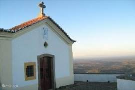 Nossa Senhora da Penha bovenop de berg bij Castelo de Vide