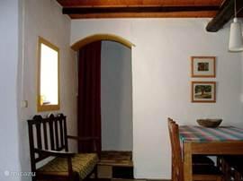 Een van de twee woonkamers van het Natuurvriendenhuis