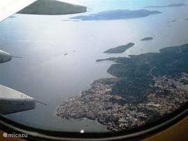 Ciovo met Okrug Gornji uit het vliegtuig. Bekijk ook fotoalbums app Ciovo A1 en A2