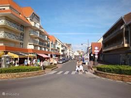 In het centrum van Hardelot is het hele jaar door gezellige bedrijvigheid.