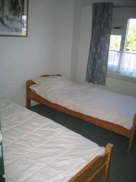 een van de twee slaapkamers op de eerste verdieping