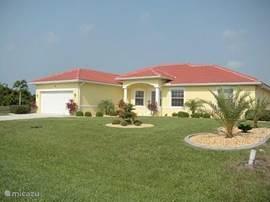 Voorkant huis 9 Medalist court Rotonda West Florida
