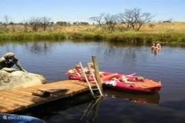 Luieren en afkoelen aan het meertje op ons landgoed