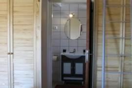 De badkamer van het appartement