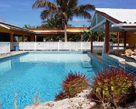 10% korting op onze 2p appartementen in december. Boek snel! Groot zwembad, goede service, perfecte locatie tussen Willemstad en prachtige stranden.