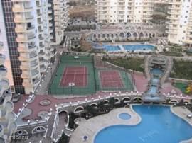overzicht van het park met sport-, zwem- en speelplezier