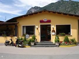Restaurant op de camping. Het eten is er vers en lekker. En zeer betaalbaar. Het restaurant heeft ook een 'dorpsfunctie' waardoor het er altijd gezellig druk is.