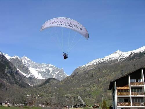 Parapente met uitzicht op Aletschgletscher