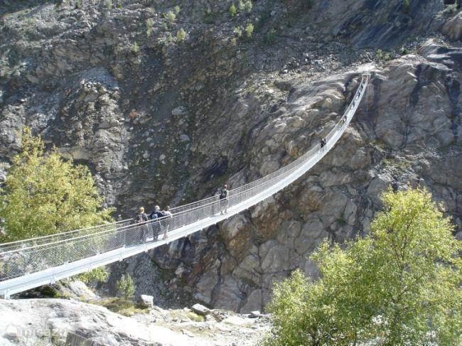 hangbrug aan de voet van de Aletsch