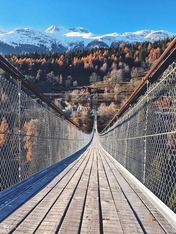Spectaculaire hangbrug van Fieschergletscher richting Bellwald