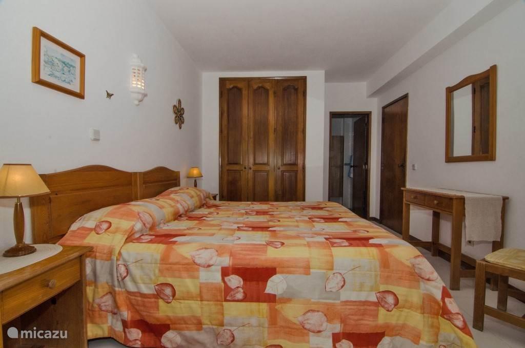 Hoofdslaapkamer met badkamer en-suite