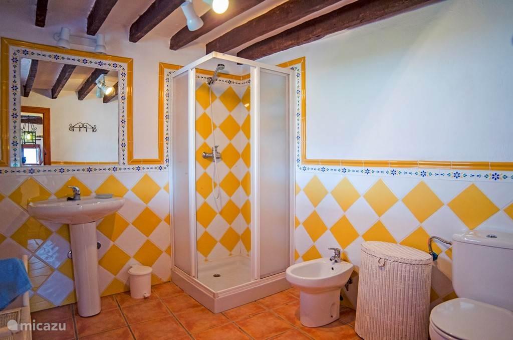 Een van de en suite badkamers