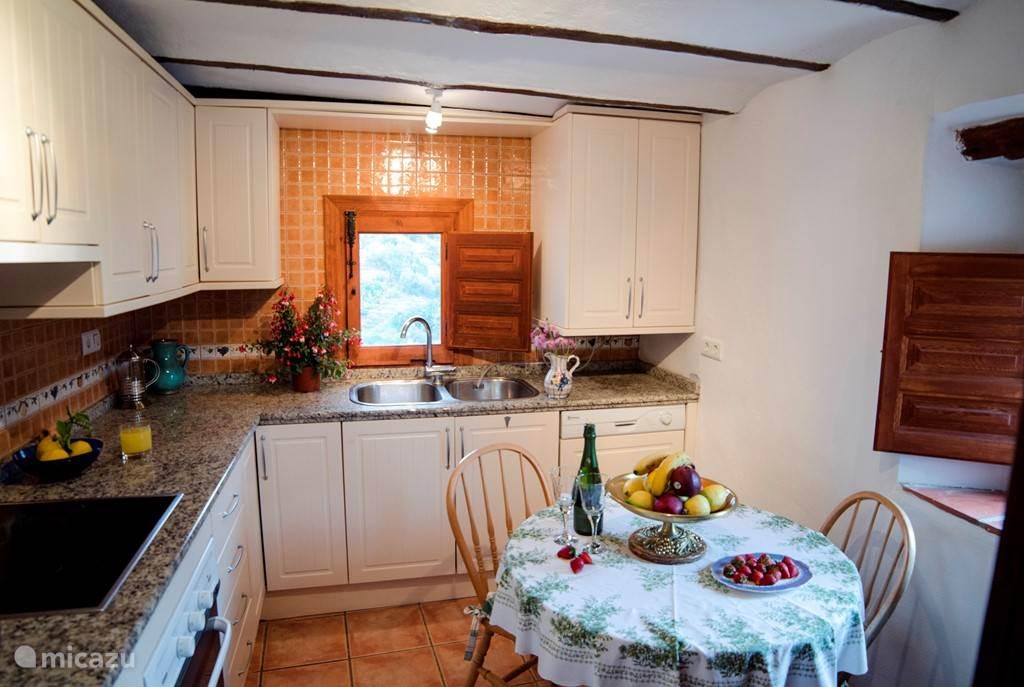 De keuken in de grote woning