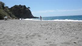 Na winkelen en struinen over Balcon d' Europa in Nerja, lekker zonnen en zwemmen op het strand Maro