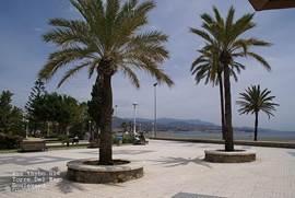 Langs de kust loopt over de gehele lengte van het stadje, de fantastische boulevard van Torre del Mar incl. fietspaden, grasvelden, zitbankjes en speeltuinen. Ook vind je langs de boulevard talrijke (vis)restaurants vol gezelligheid.