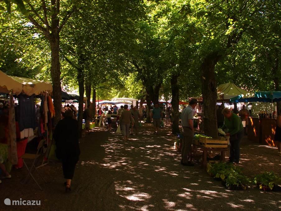 nog een beeld van de markt in Saulieu