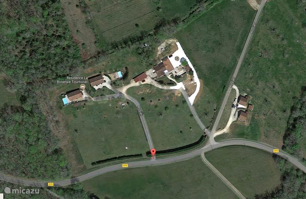 Google Earth overzicht Résidence La Roseraie Tourtoirac France vlnr: Vakantiewoning La Truffière, Vakantiewoning Villa Rosa.