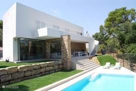 Huis vanaf het zwembad gezien