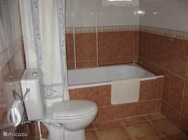 Badkamer en suite slaapkamer 1