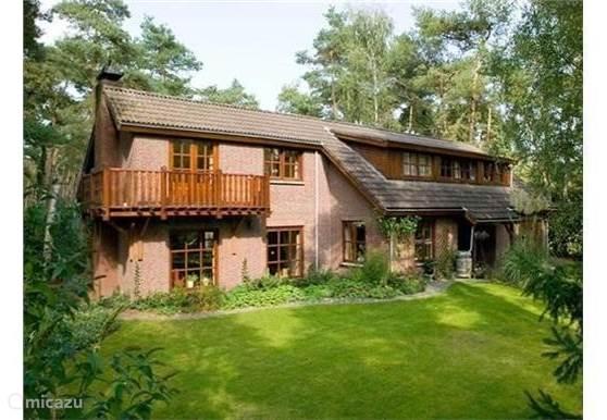 Zeer ruime en luxe villa beschikbaar voor vakantieverhuur!Gelegen aan de bosrand in het dorp Putte , West Brabant