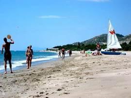 Casa Pieresa - strand bungalowpark Playa d'or in hoogseizoen
