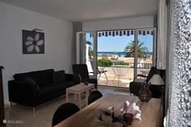 Casa Pieresa - woonkamer met uitzicht op zee