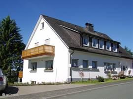 Villa Friesenhof is een luxe vrijstaande villa met sauna en openhaard. Mooi gelegen in het kuuroord Winterberg Altastenberg