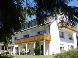 zuidzijde met verande en balkon