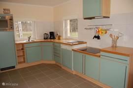Ook de keuken van Nagymama tanya is van alle gemakken voorzien.