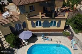 Casa El Sueño. Boven het huis en onder het appartement en zwembad