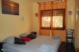 Master bedroom met een dubbelbed.